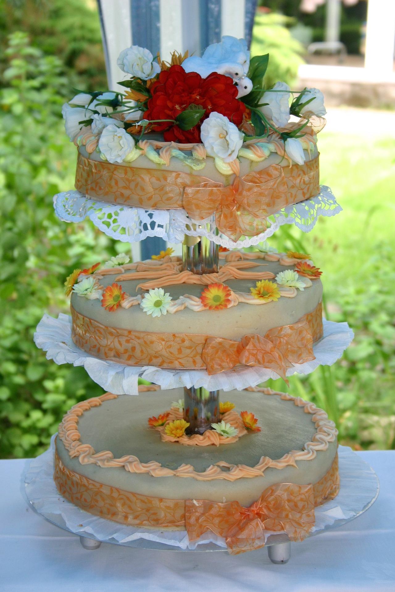 Düğünlerde neden pasta kesilir